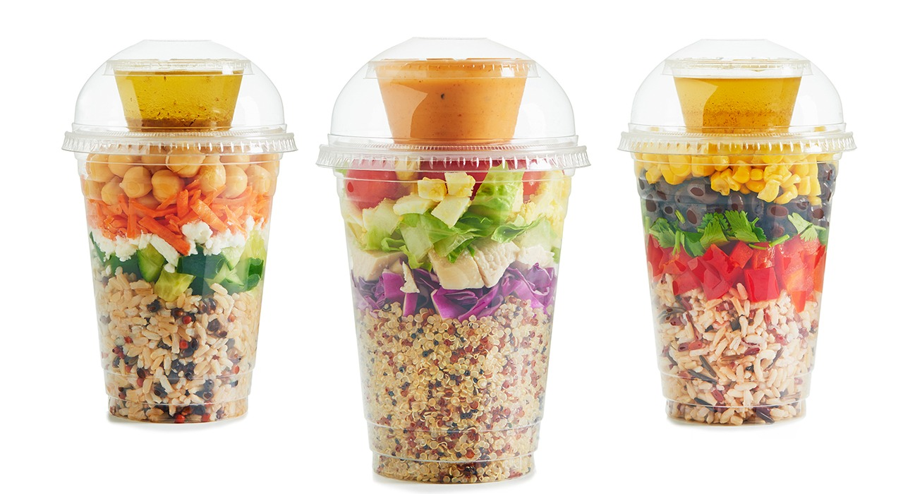 Shaker salads in three cups