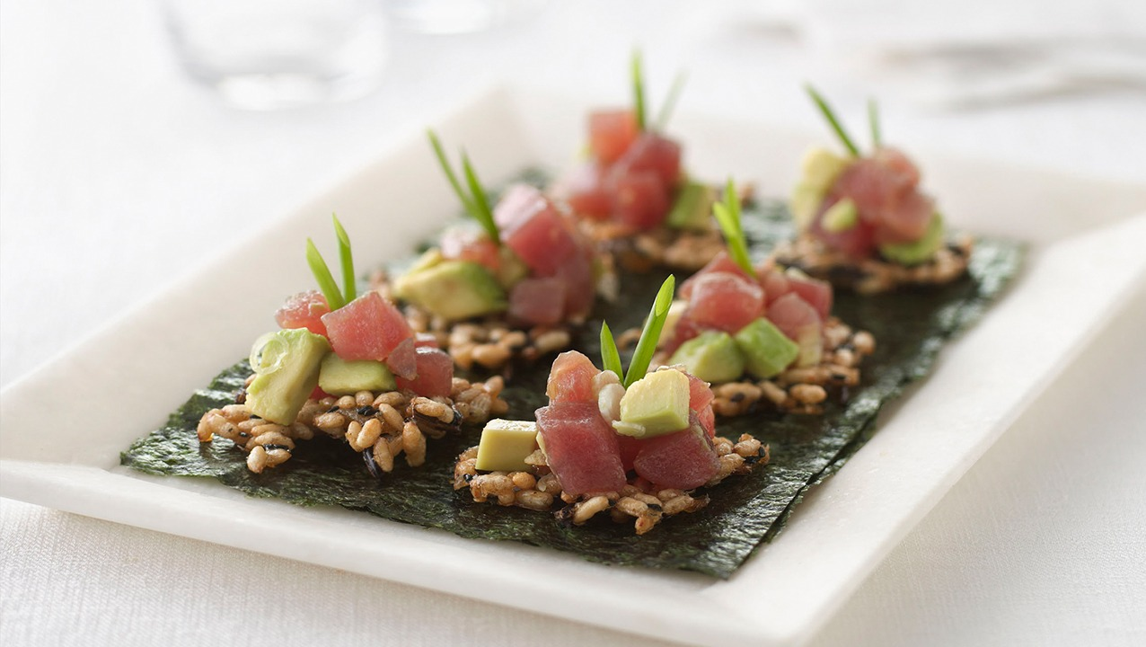 Puffed wild rice crisps with tuna poke